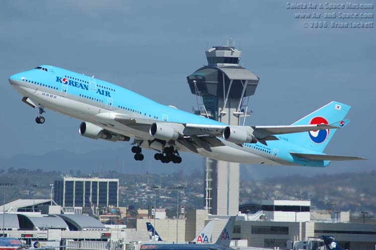 Boeing 747 4b5 hl7404 korean air left front take off